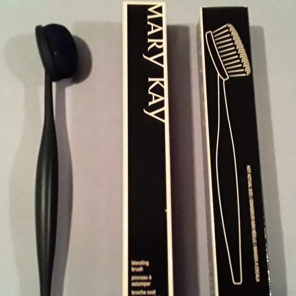 Mary Kay makeup blending brush
